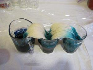 dyeing yarn in containers with kool aid