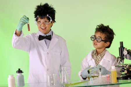 easy science experiments - children experimenting