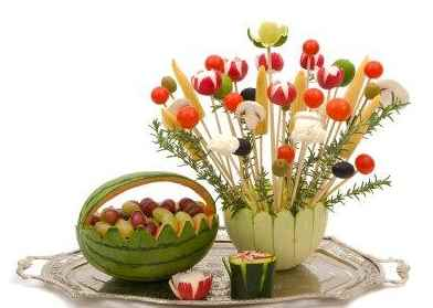 Edible crafts for kids fun candy projects - Composition florale avec fruits legumes ...