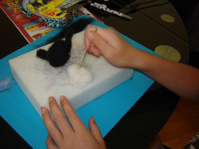 Needlefelting. Preparing the tummy